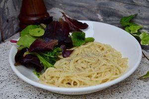 Spaghetti au poivre et pecorino
