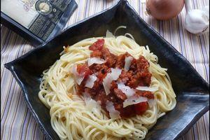 Spaghettis au chorizo et à la sauce tomate