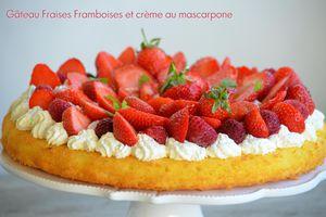 Gâteau fraises / framboises sur crème au mascarpone fouettée KKVKVK # 56