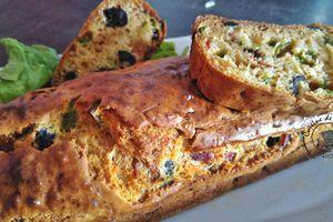 Claudine a testé.... Cake aux olives noires et chorizo