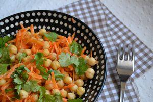 Salade de pois chiches, carottes et coriandre