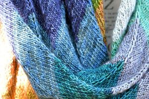 Echarpe Unicorn Stripes en Madelinetosh Unicorn Tails