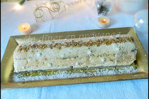 Bûche de Noel au chocolat blanc et au pralin