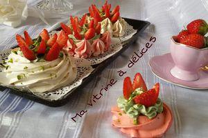 Nids meringués à la crème pistache et fraises