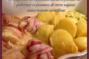 Paupiettes de cabillaud au lard fumé, pommes de terre vapeur et fondue de  poireaux, sauce safran à la tomate