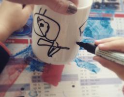 Mug personnalisé au feutre/marqueur pour porcelaine et verre Marabu, test.