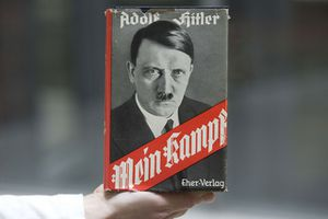 "VIDEO. En Inde, ""Mein Kampf"" et Adolf Hitler exercent une surprenante fascination"