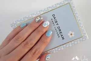 Nail Art inspiration Marc Jacobs Daisy Dream