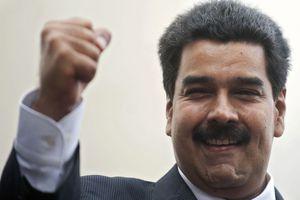 Le président vénézuélien rend hommage à l'Institution Cinématographique