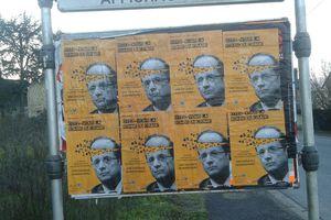 Pendant les vacances, le Mouvement de la Paix 19 continue de coller ses affiches !