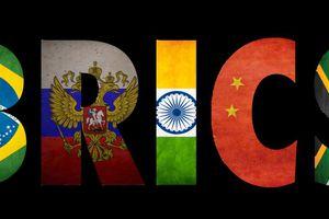 La banque des BRICS est essentielle pour briser la mainmise du dollar américain