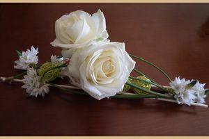 Margaux et ses fleurs.... compo de mars..