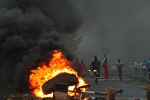 Burundi : Umupolisi amaze kwica umurundi uri mu myigaragambyo arapfa !