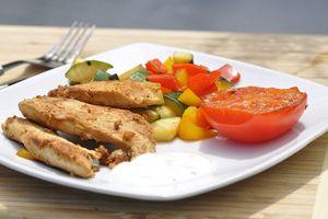 Emincé de poulet mariné au lait fermenté (cuit à la plancha)