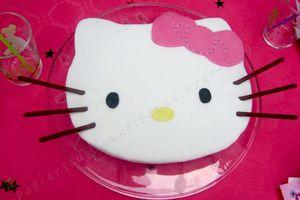 Gâteau d'anniversaire: Hello Kitty