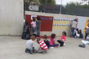 On a peint des crayons sur les murs ...