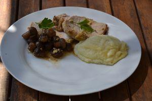 Rôti de porc moelleux à la moutarde avec son écrasé de pomme de terre céleri rave et son braisé de céleri rave