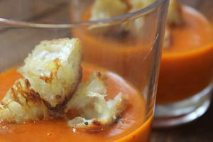 Velouté de tomate froid et ses croutons à l'ail