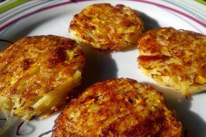 Galettes de pommes de terre et courgettes jaunes aux lardons