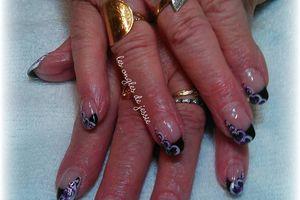 French noire et petits coeurs violet