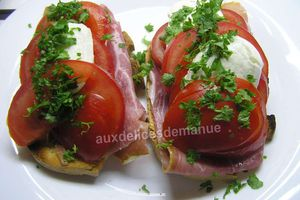 tartines toastées au jambon de Bayonne, tomate mozarella