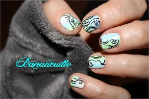 "Nail Art ""tribal sur dégradé"""