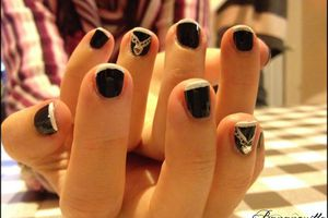 "Nail Art "" French en noir & blanc"""