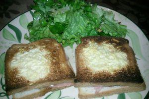 Croque chèvre-jambon-miel