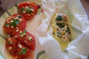 Tomates à la provençale et papillote de poisson