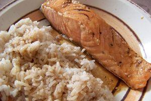 Saumon sauce sucrée-salée et riz aux épices
