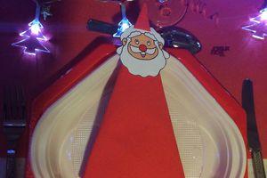 Décoration de tables: thème: Noël rouge et or