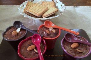Crèmes au chocolat au lait d'amandes au chocolat