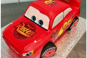Gâteau cars Flash Mcqueen sculpté