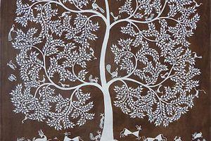 La vie grouille autour de l'arbre...
