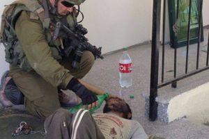 Une photo qui fait le buzz sur Facebook : un palestinien enchaîné par le Hamas