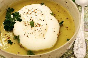 Soupe de pomme de terre et de poireau et sa chantilly aux 5 baies et piment d'Espelette -Bataille Food #41