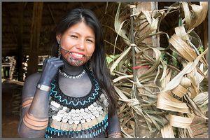 Mille et une photos du Panama, tatouages tribaux des Emberas