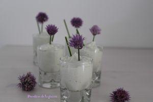 Verrines au roquefort et fleurs de ciboulette