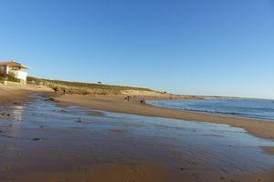 Sur la plage de Brem sur mer