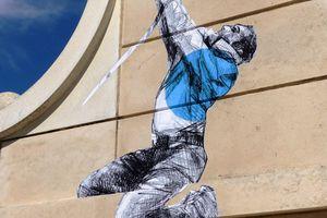Street art aux Sables d'Olonne : l'escaladeur