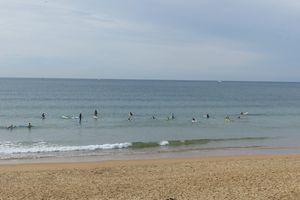 Leçon de surf sur la plage des Sables d'Olonne