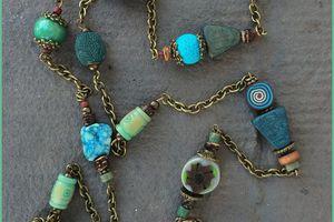 Collier long tons bleus/verts, apprêts bronze