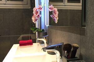 Avant/après: Salle de bain gris et rose fushia, douche à l'italienne #déco