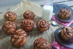 Muffins roulés à la cannelle et glaçage au chocolat