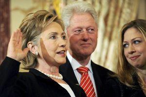 Incroyables rélévations des emails d'Hillary Clinton sur la mort de Kadhafi!  Read more at: http://www.afrikanow.com/laune/2015/06/25/incoryables-relevations-des-emails-dhillary-clinton-sur-la-mort-de-kadhafi.html