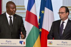 FRANÇOIS HOLLANDE À BANGUI POUR « ACCOMPAGNER LA RECONSTRUCTION » DE LA CENTRAFRIQUE