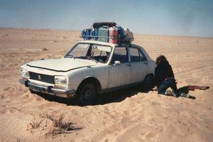 1976 - Le Caméléon traverse le Sahara en Peugeot 504