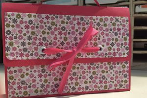 Mini-album original... Joli cartable...