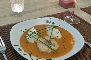 Tournedos de crocodile sauce aux arachides et riz foufou
