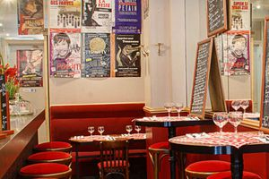 Le Cafe Du Theatre Le Cafe Du Theatre Se Situe 27 Rue Des